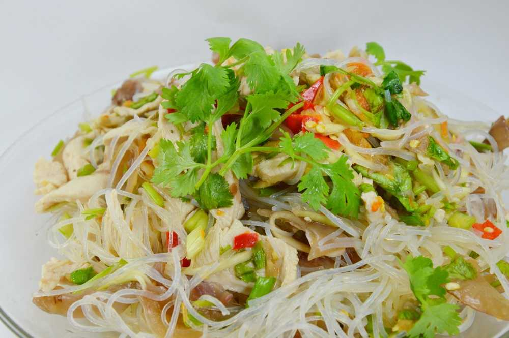 Vietnamese Chicken Noodle Salad - WOT EAT